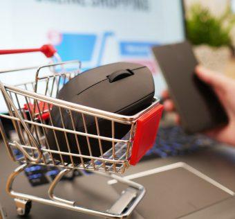 Pakowanie paczek w sklepie internetowym